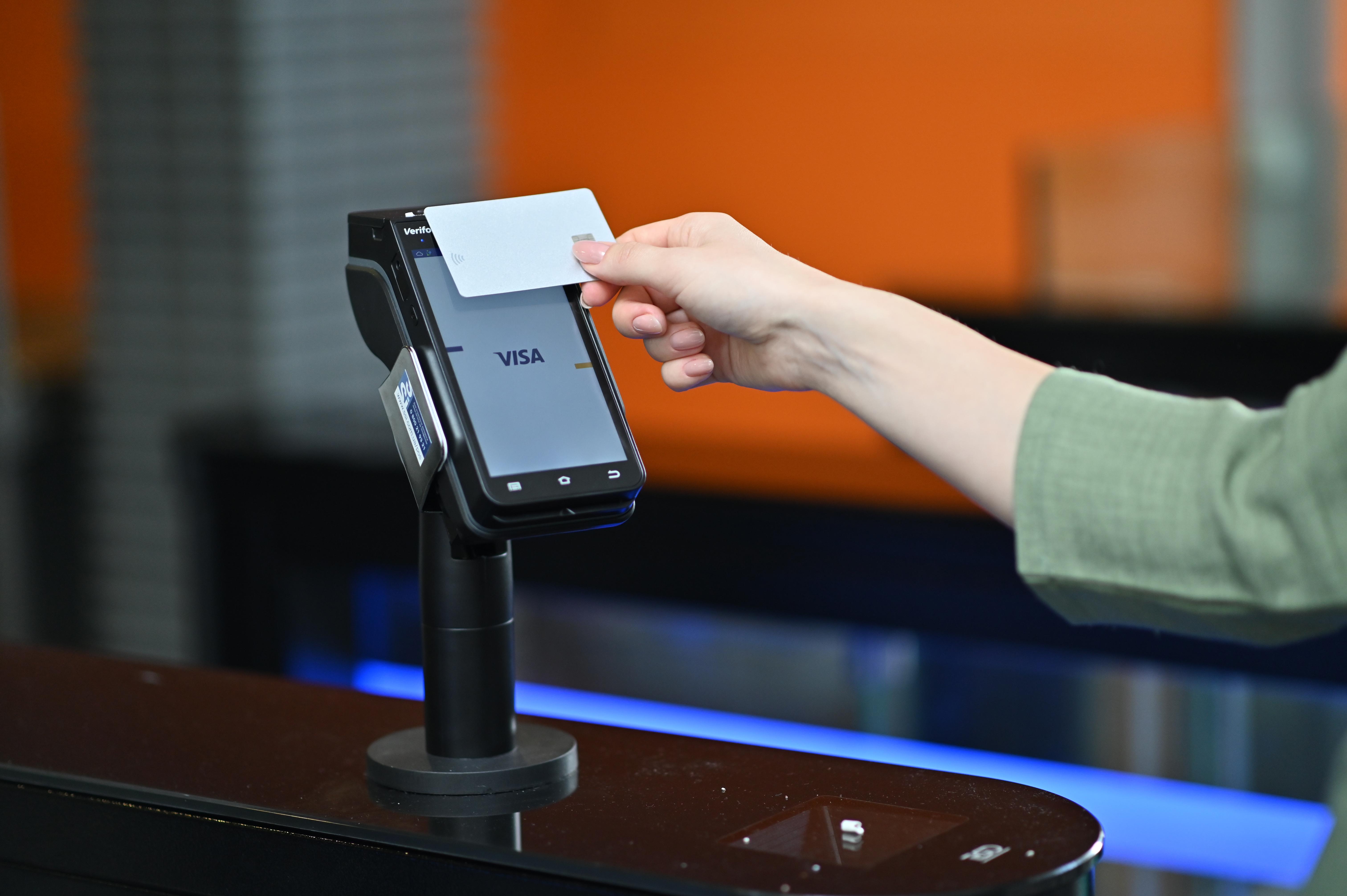 Швидке обслуговування пасажирів в аеропорту для власників преміальних карт Visa від МТБ БАНКу - фото 4 - mtb.ua