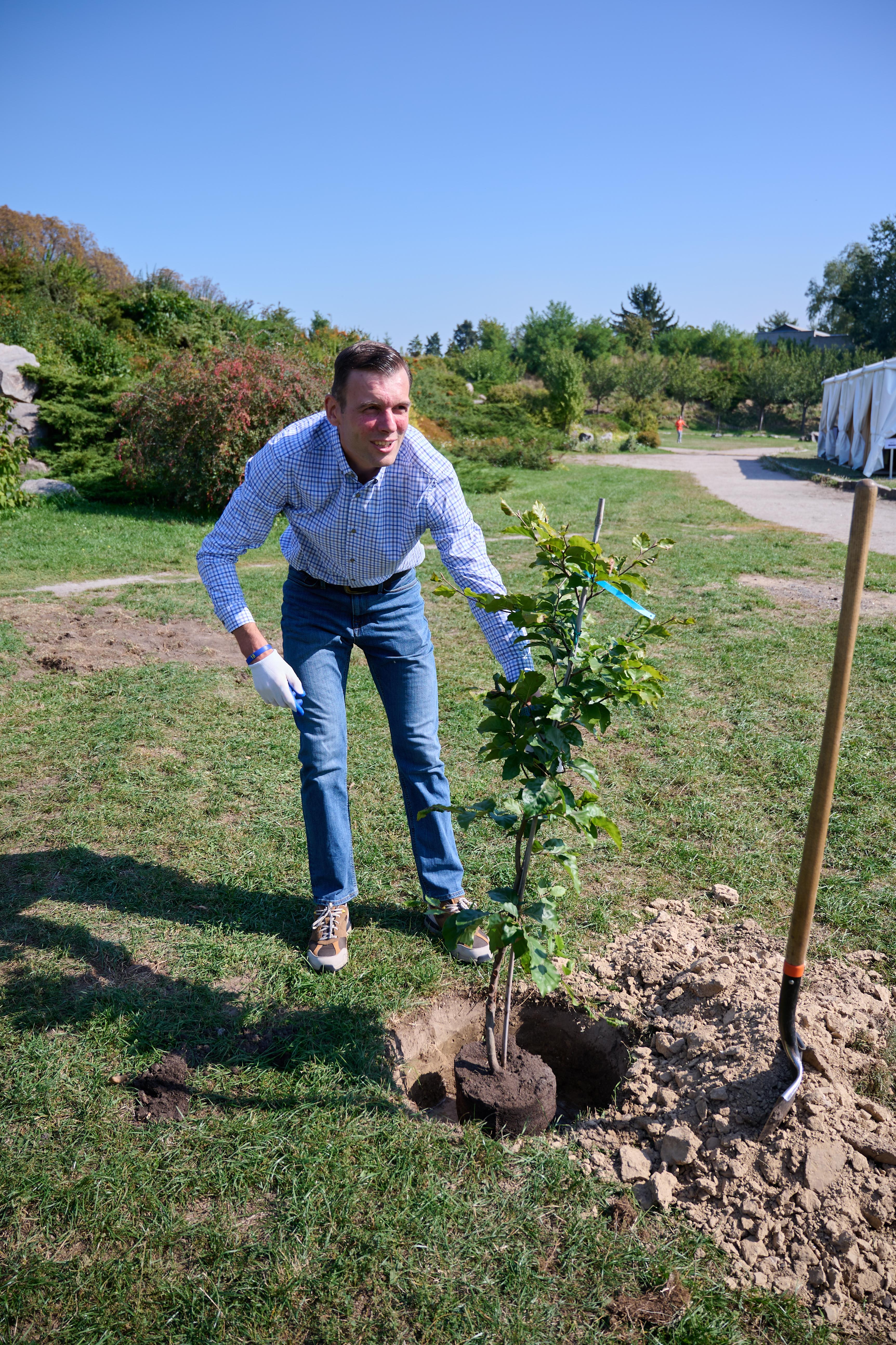 Ілля Климович:  Торнтон Уайлдер колись написав: «Посадити дерево - самий неегоїстичний з усіх людських вчинків.