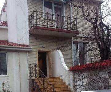 Двоповерховий будинок в Одесі, вулиця Бернардаці