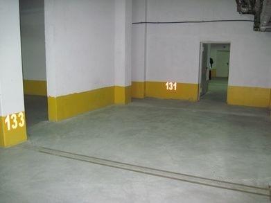 Машиномісця в підземному паркінгу, вулиця Літературна