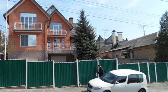 Three-storey house in Kiev, Pechersky district