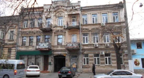 Two-bedroom apartment in the center of Odessa on the street Gymnasium
